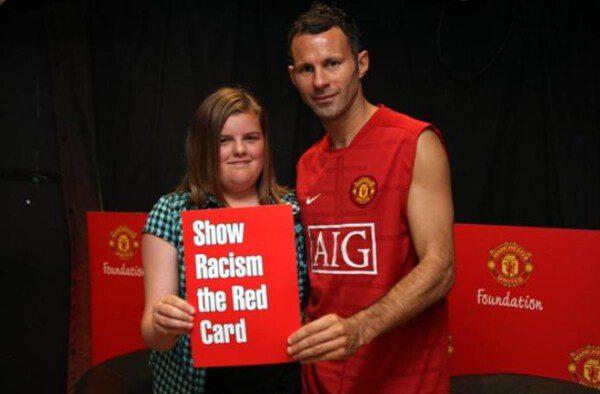 Muchos futbolistas de la Premier se prestaron a la campaña británica contra el racismo/ srtrc.org