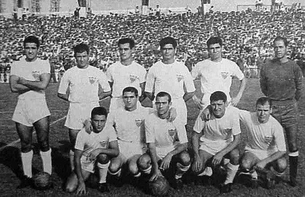 Once inicial del Sevilla F.C. en su debut europeo ante el Benfica en 1957