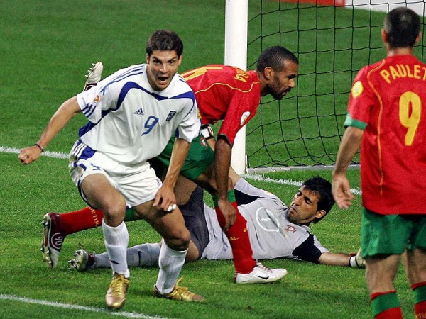 Charisteas anota el gol que convirtió a Grecia en campeona de Europa/ Getty Images
