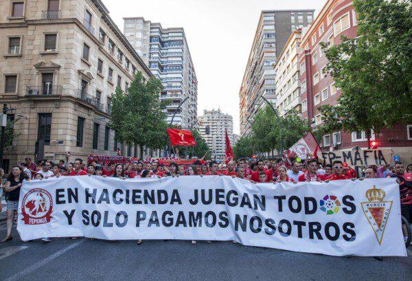 El Real Murcia un nuevo damnificado por sus deudas con Hacienda/ Juanchi López