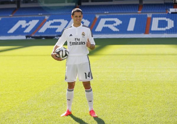 El fichaje de 'Chicharito' Hernández por el Real Madrid, ha causado la polémica/ José A. García