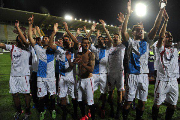 El Sevilla celebra el pase a la final, tras ganar a la Fiorentina / KIKO HURTADO