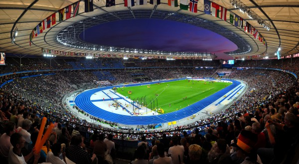 El ser sede de la final supondrá a Berlín, en la imagen el Olímpico berlinés, cuantiosos ingresos/ Wikimedia