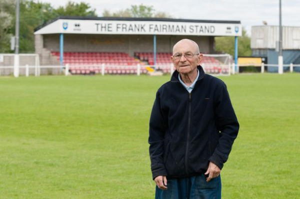 Terry Henderson ofreció los ahorros de toda una vida para salvar al club de sus amores/ SWNS
