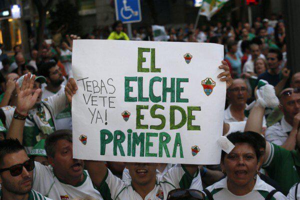 El Elche es el primer equipo que desciende de manera administrativa de Primera a Segunda/ Manuel Lorenzo