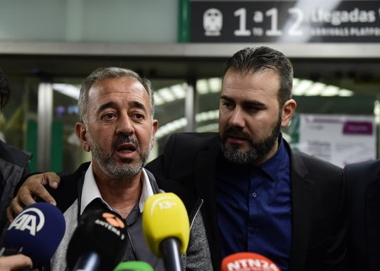 El refugiado Osama Abdul Mohsen a su llegada a Madrid/ AFP