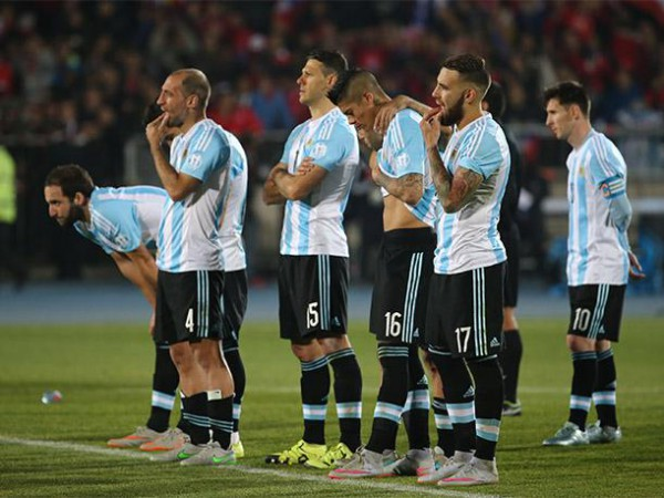 La selección argentina no está reflejando los éxitos de sus clubes/ Getty Images