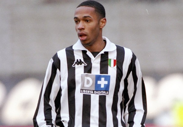 Henry no tuvo fortuna en su corta etapa en la Serie A italiana/Allsport