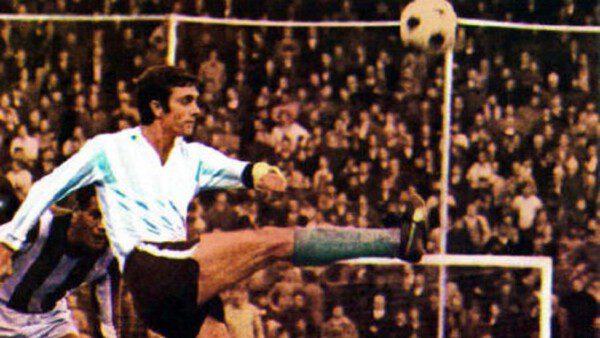 El 'Mariscal' Perfumo una de las figuras más míticas del fútbol argentino/ Reuters