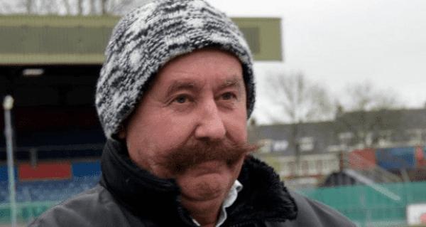 Van den Ban sigue luciendo su poblado bigote/ GGH